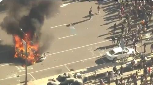 ABD'de 4 polis aracı ateşe verildi