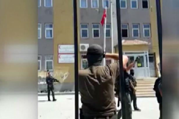 Özel harekat polisleri tekbir getirerek havaya ateş açtı!