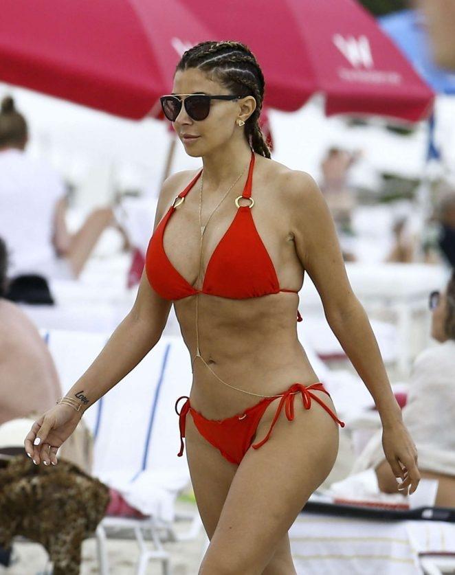 Larsa Pippen bikiniyle kumsalda