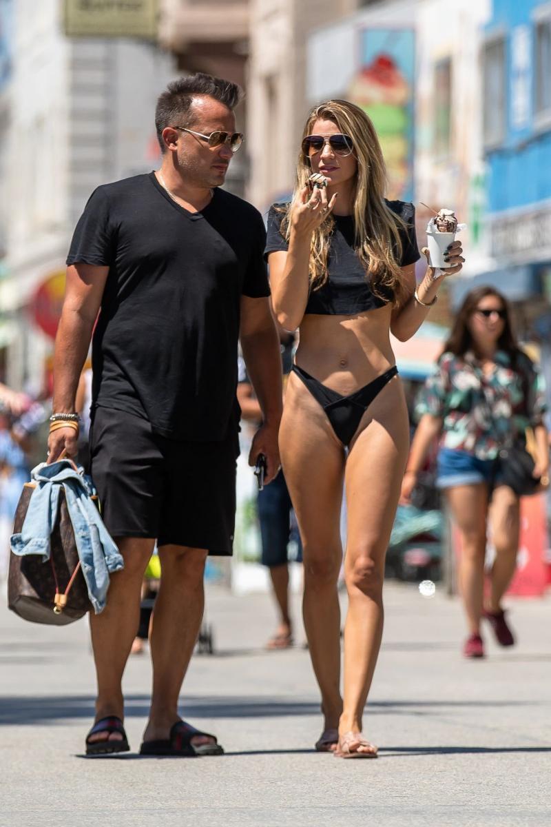 Rachel McCord bikini ile Venedik'te