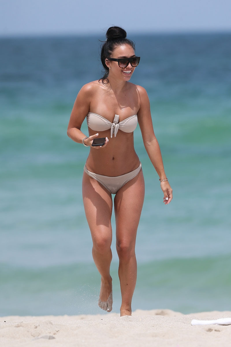 Bre Tiesi krem bikini-Miami plajı