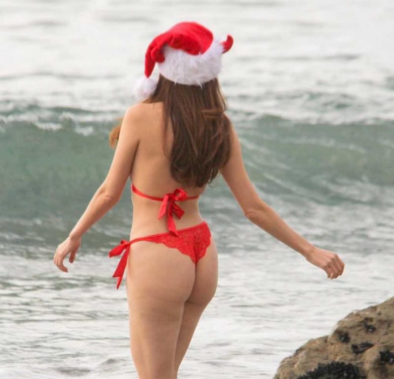 Blanca Blanco kırmızı bikiniyle Malibu'da