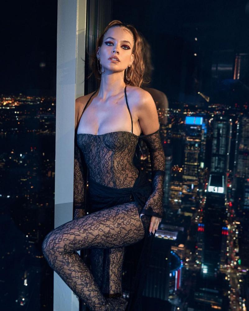 Barbara Palvin siyah transparan kostümle fotoğraf çekimlerinde