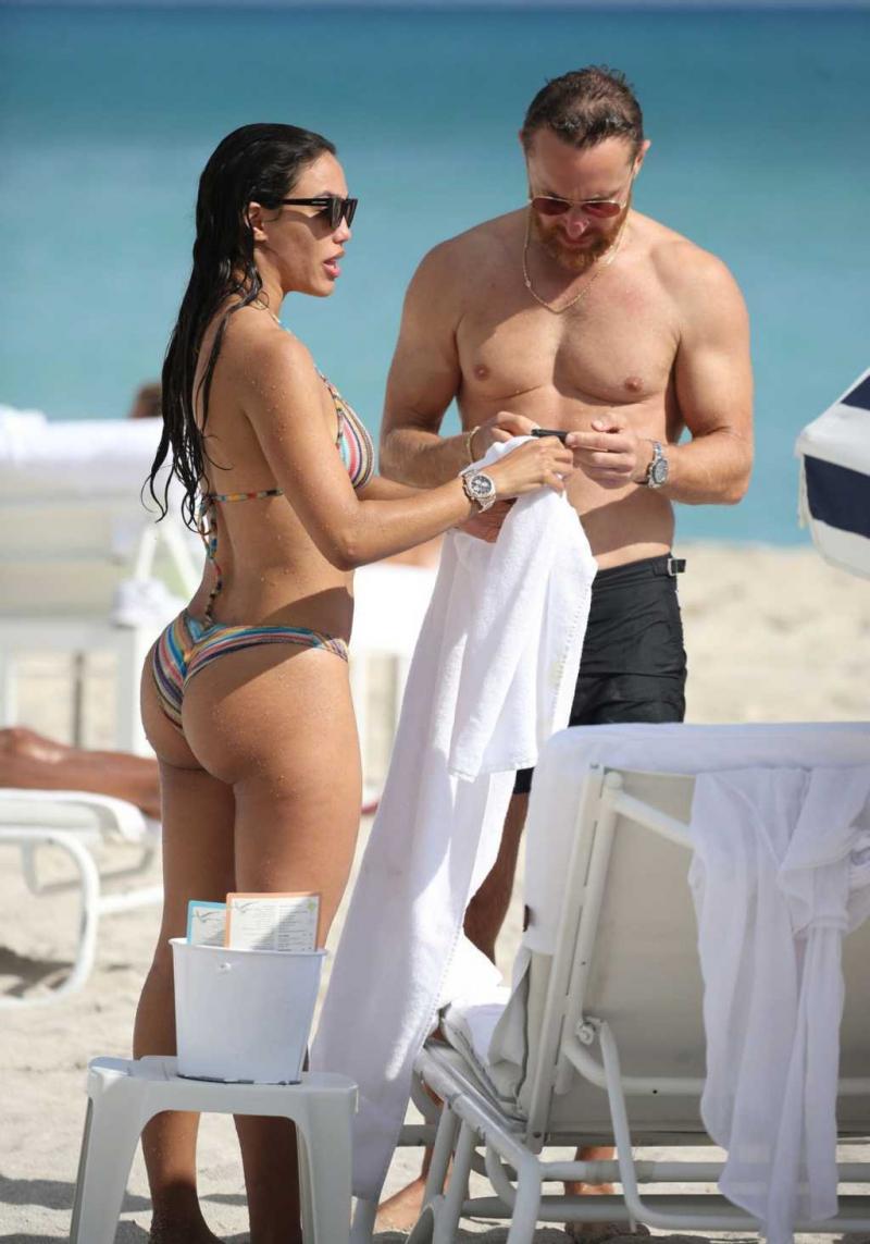 Jessica Ledon renkli bikiniyle Miami'de