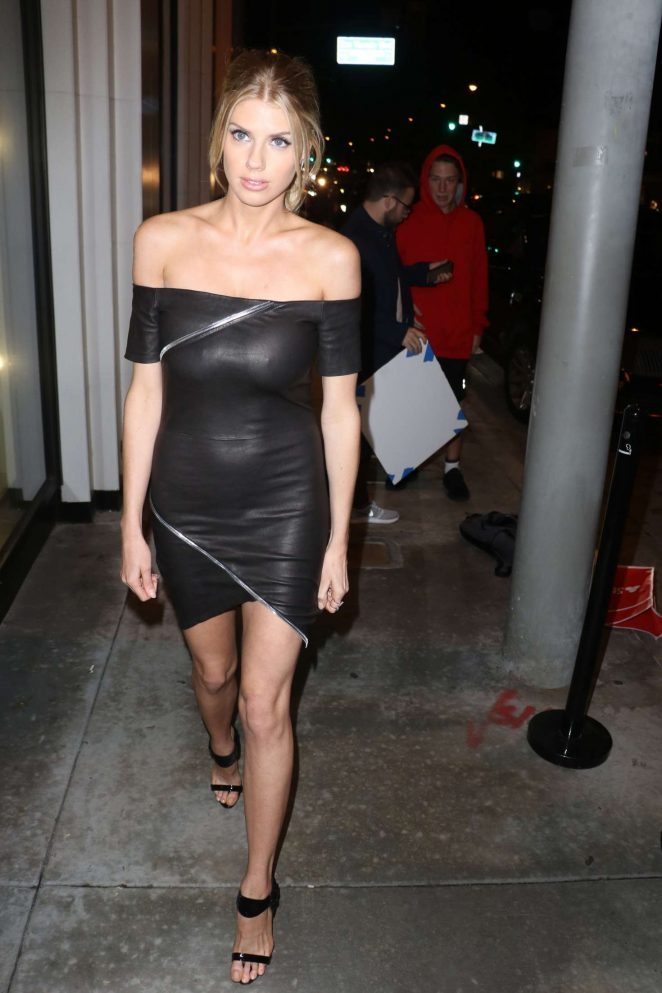 Charlotte McKinney – Mad Families Parti