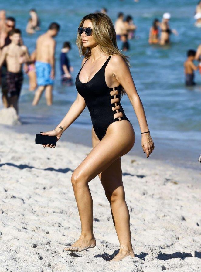 Larsa Pippen mayoyla denizde