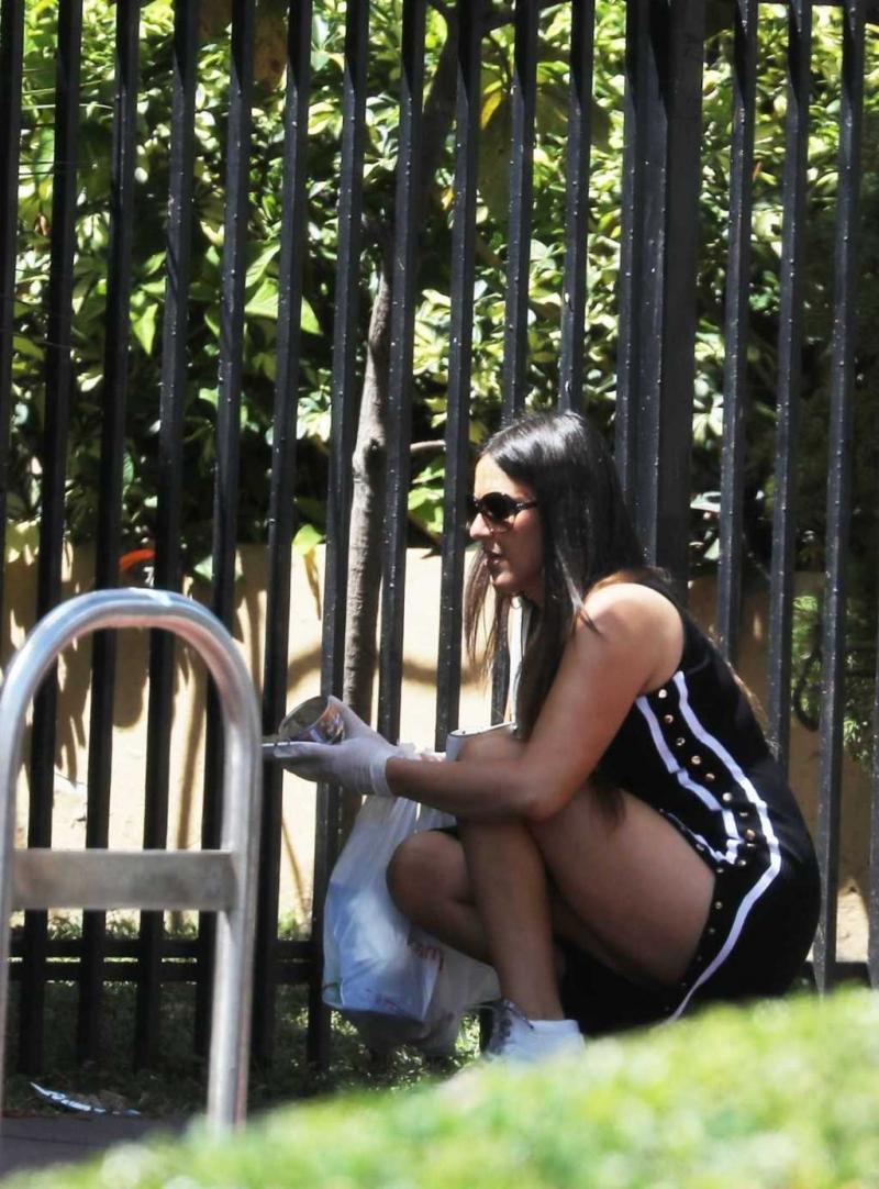 Claudia Romani yırtmaçlı elbiseyle Miami'de