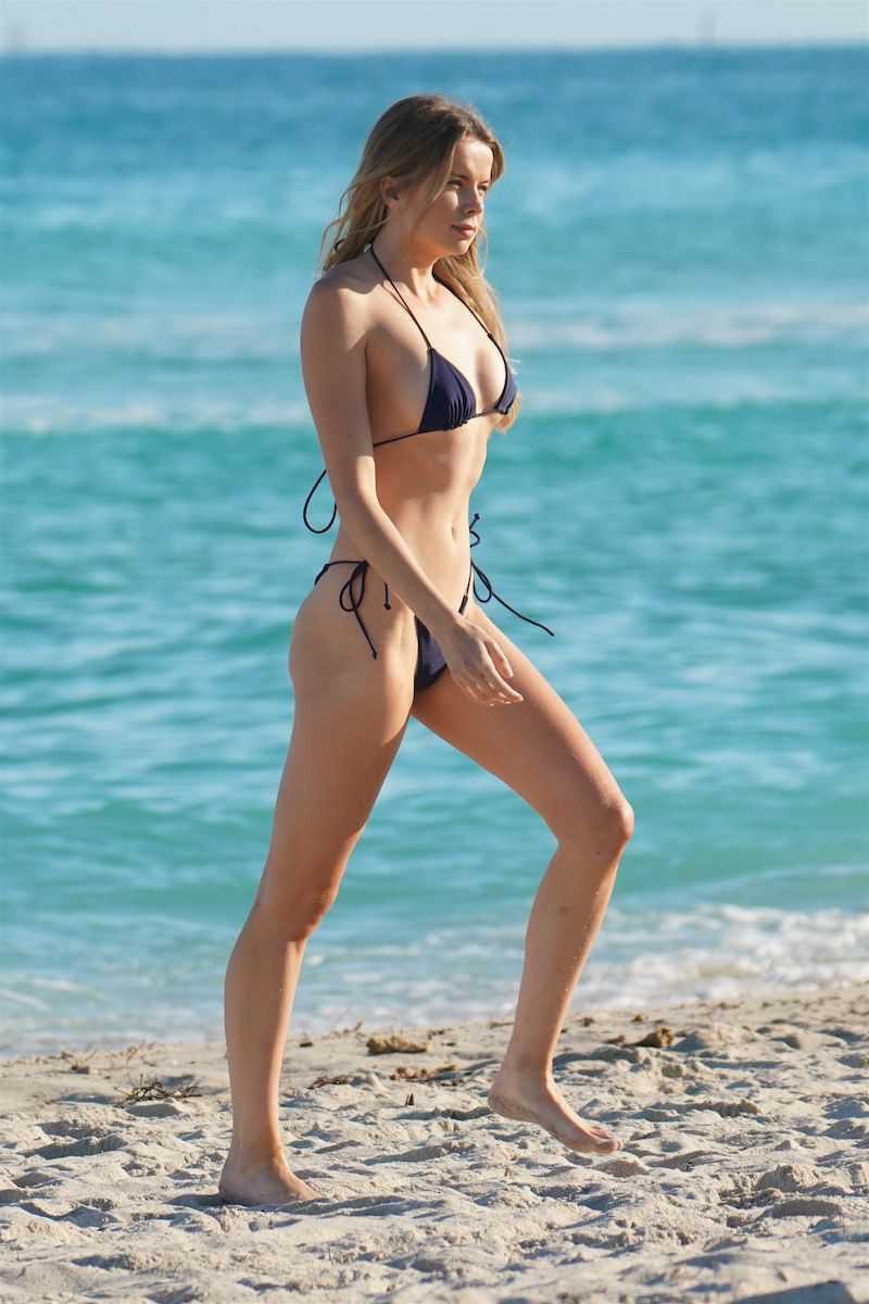 Louisa Warwick tanga bikini ile Miami'de