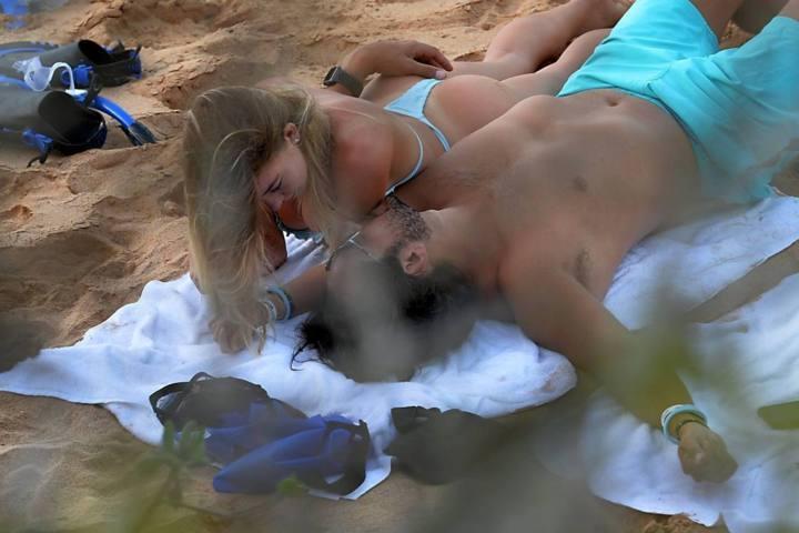 Sydney Sweeney bikini ile Hawaii plajında