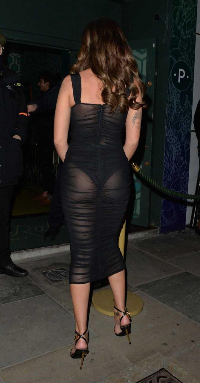 Megan Barton Hanson transparan elbiseyle gece kulübünde