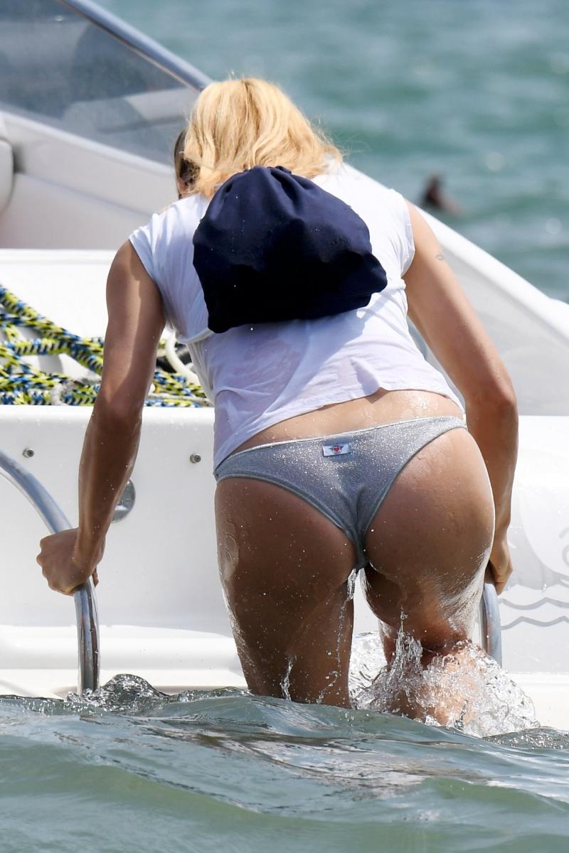Michelle Hunziker bikini- Milano