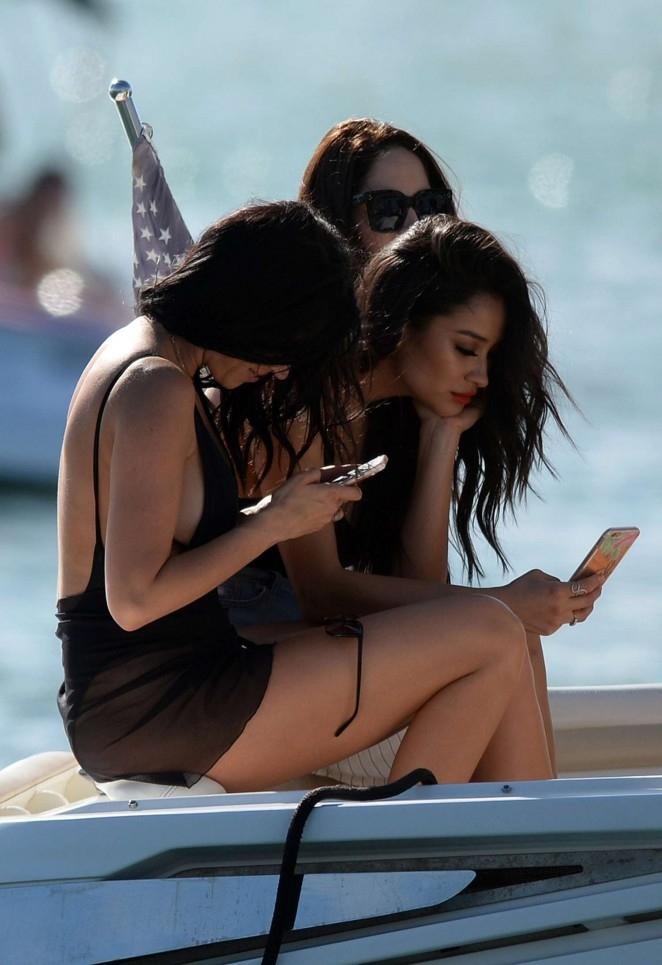 Shay Mitchell mini şort-Miami