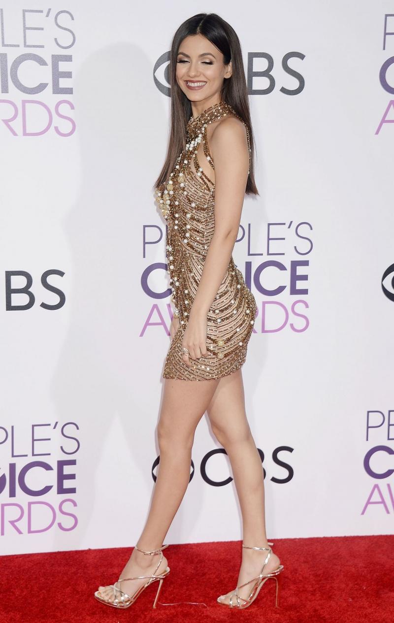 Victoria Justice mini elbiseyle