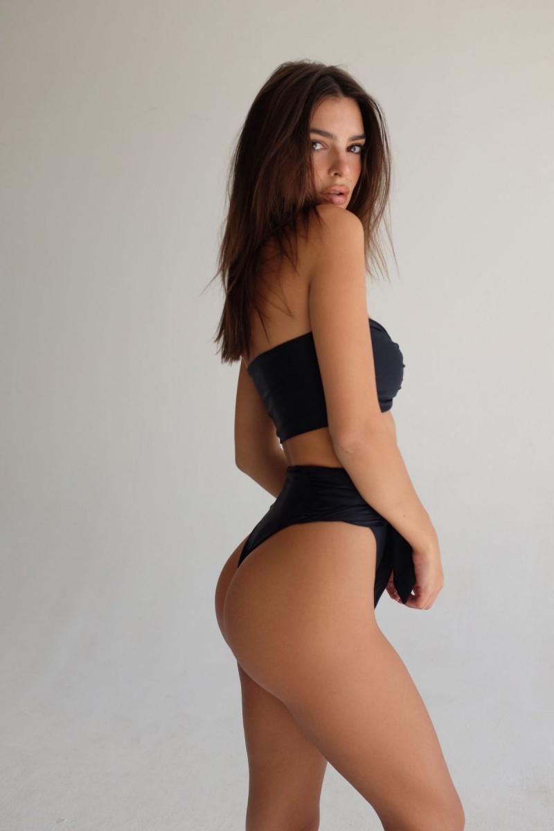 Emily Ratajkowski siyah bikini ile Inamorata çekimlerinde