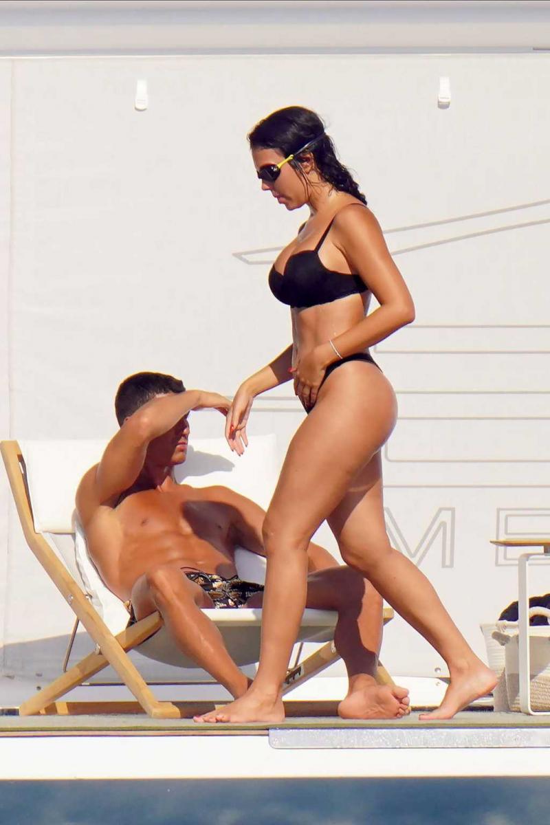 Georgina Rodriguez bikini ile St. Tropez'de yatta
