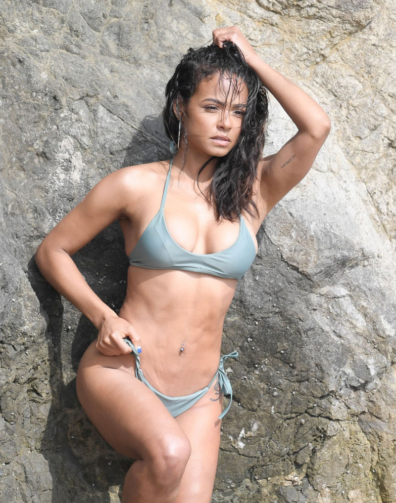Christina Milian Malibu'da yeşil bikiniyle çekimlerde