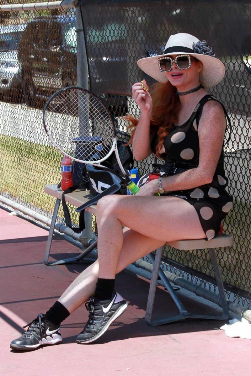 Phoebe Price tenis kortunda