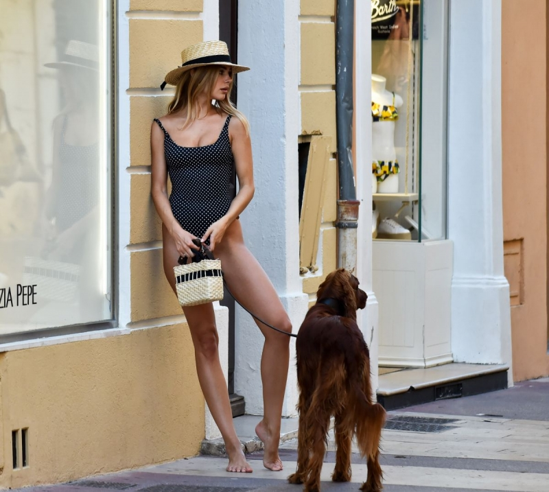 Kimberley Garner - St. Tropez sokaklarında