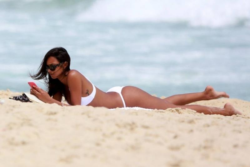 Lais Ribeiro Ipanema plajında