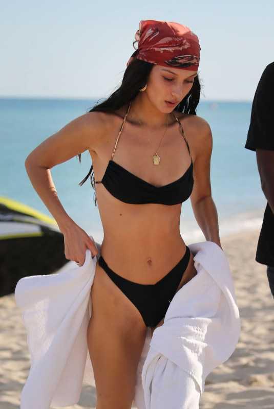 Bella Hadid siyah tanga bikiniyle Miami'de