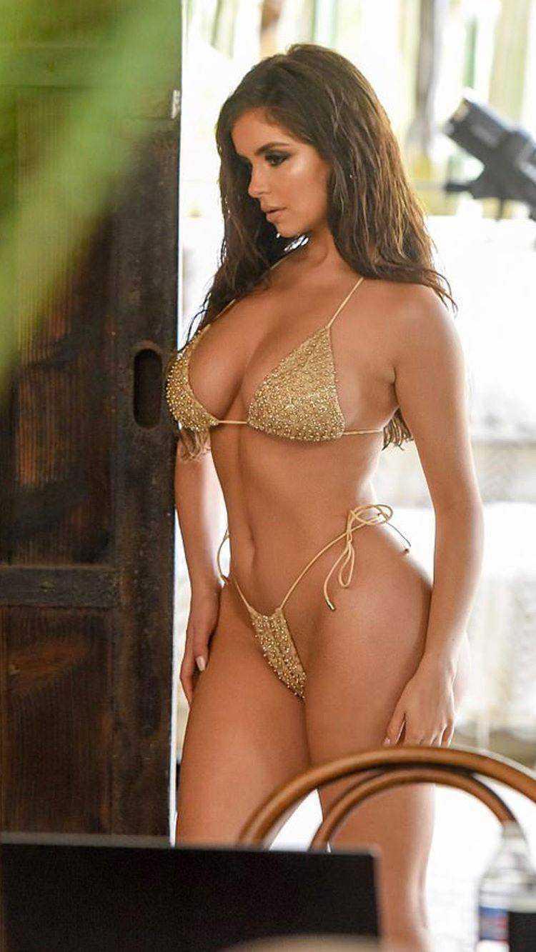 Demi Rose Mawby sarı bikiniyle çekimlerde