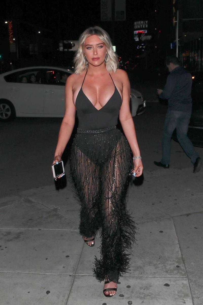 Anastasia Karanikolaou siyah transparan elbiseyle
