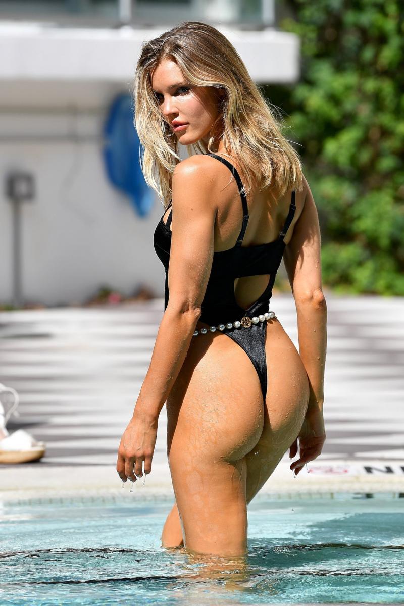 Joy Corrigan Miami'de mayo çekimlerinde