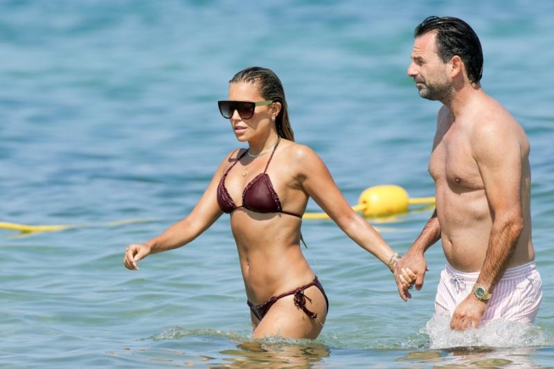 Sylvie Meis bikini ile Saint Tropez plajında