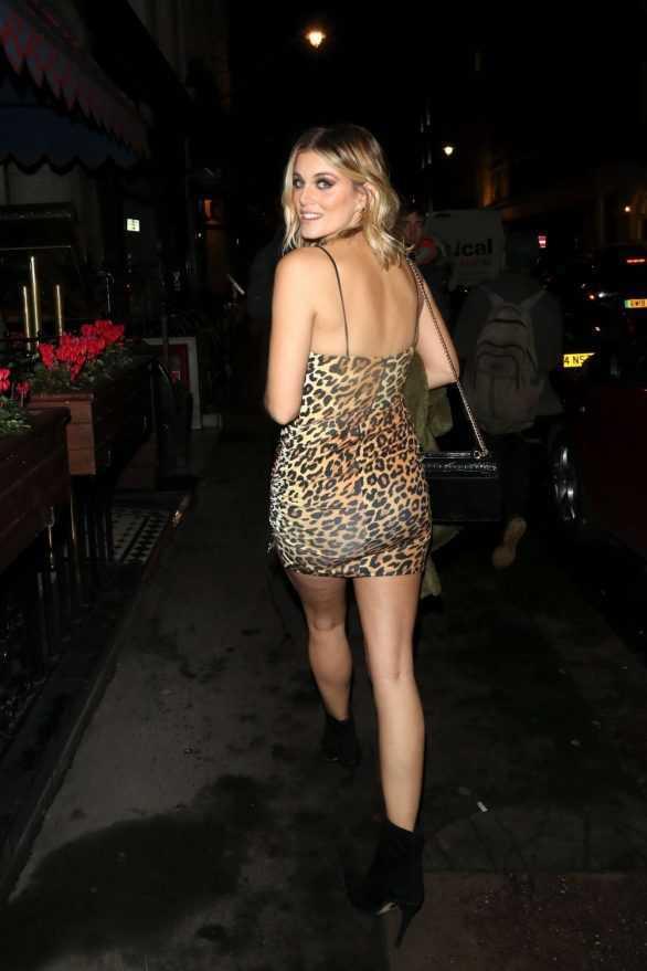 Ashley James zebra desenli mini elbiseyle doğumgünü etkinliğinde