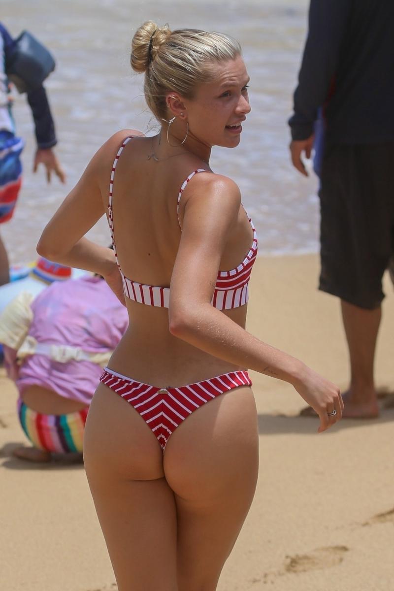 Josie Canseco tanga bikini ile Honolulu plajında