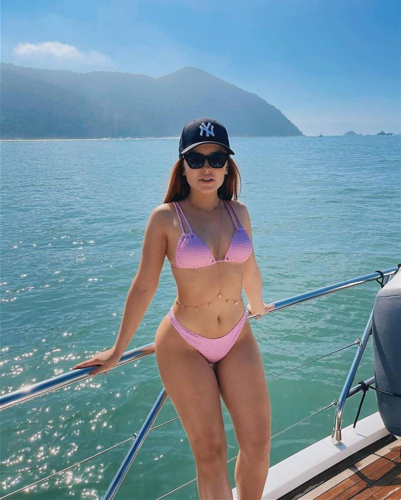Лариса Маноэла в фотосессии в бикини
