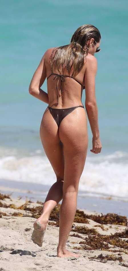 Candice Swanepoel tanga bikiniyle Miami plajında