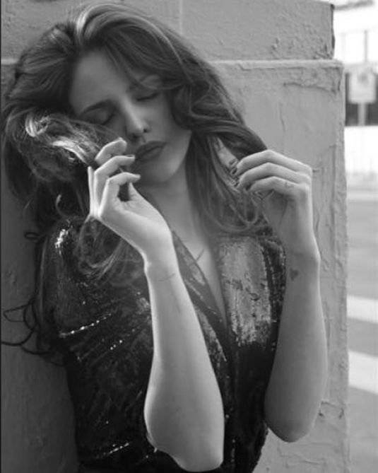 Eiza Gonzalez B&W çekimlerinde