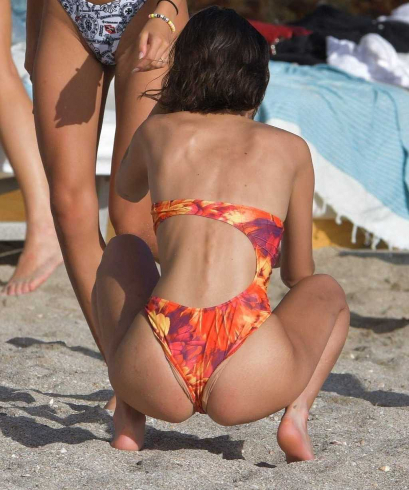 Bella Hadid bikiniyle St. Barts plajında