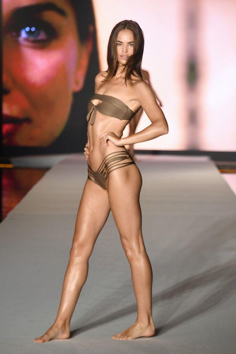 Robin Holzken Miami'de bikini ile