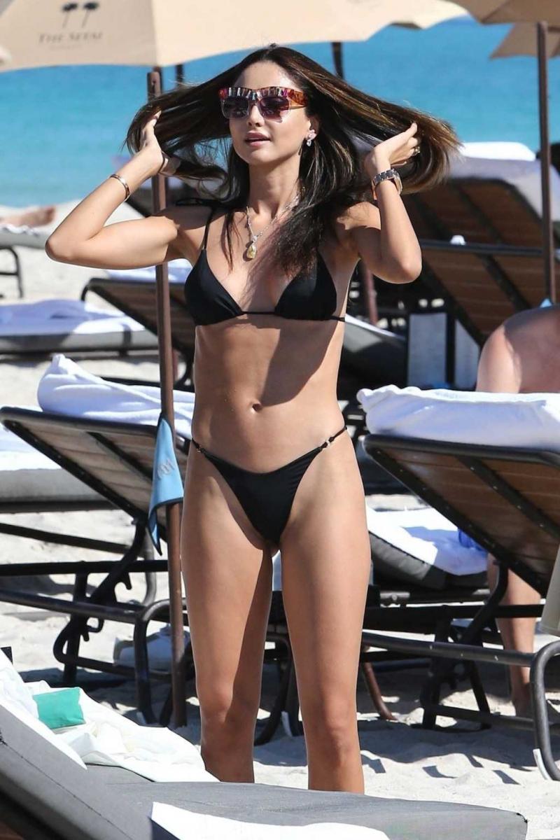 Patricia Contreras siyah bikiniyle Miami'de