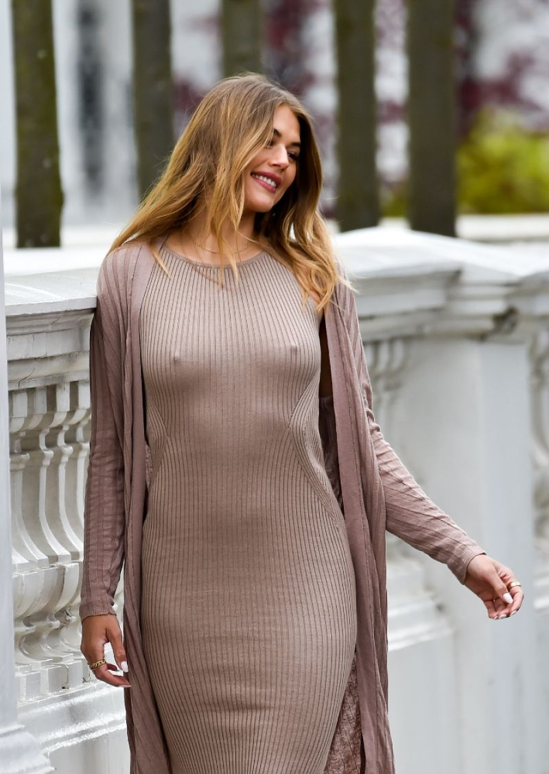 Arabella Chi elbise ile Chelsea'da