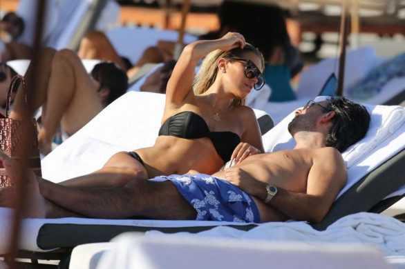 Sylvie Meis siyah bikini ile Miami'de