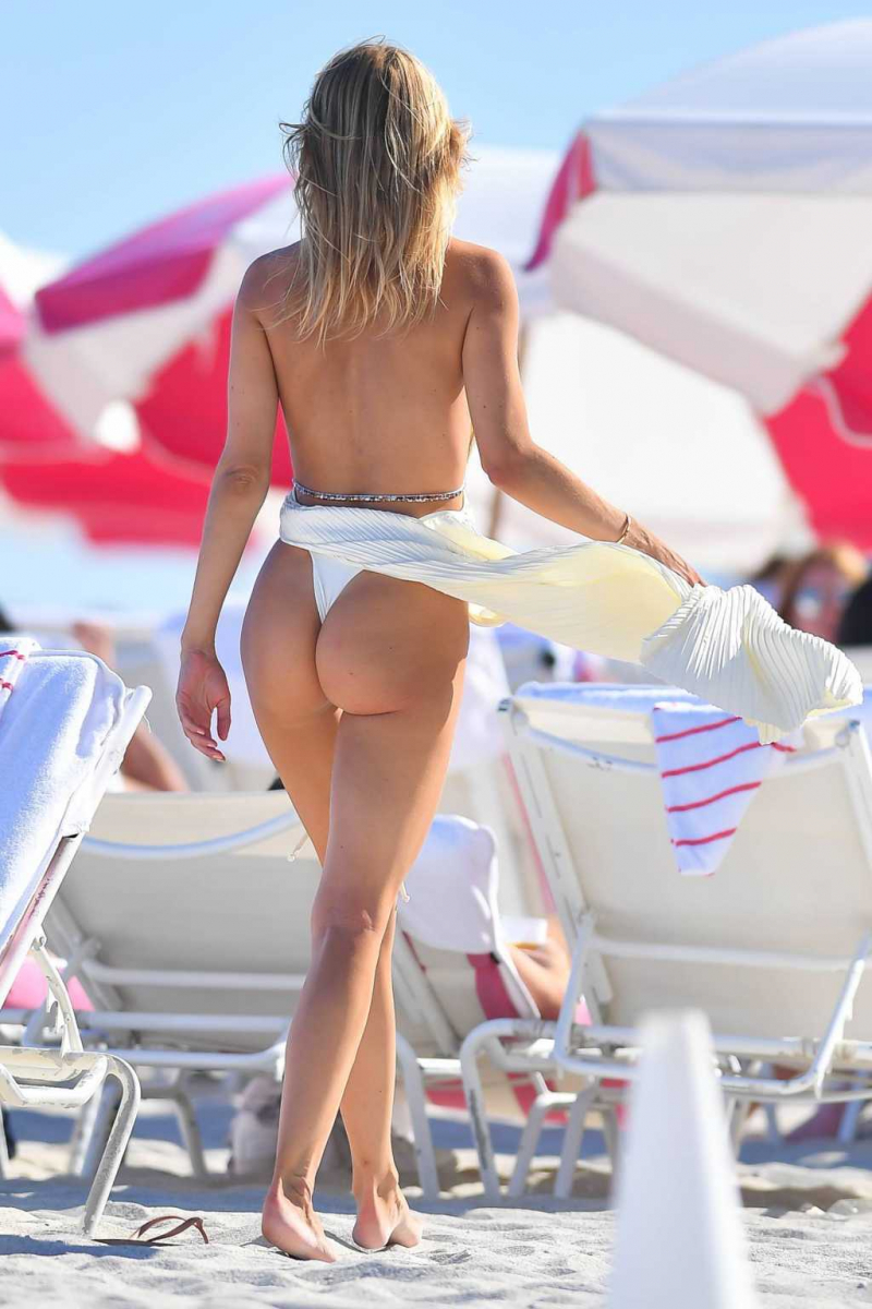 Kimberley Garner beyaz bikini ile Miami plajında 28/01/2021