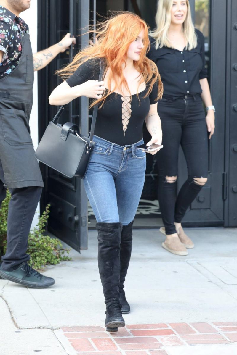 Ariel Winter kot pantolonla sokakta
