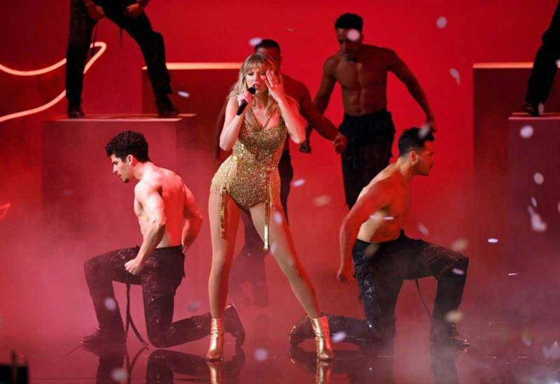 Taylor Swift 2019 Amerikan Müzik Ödülleri etkinliğinde