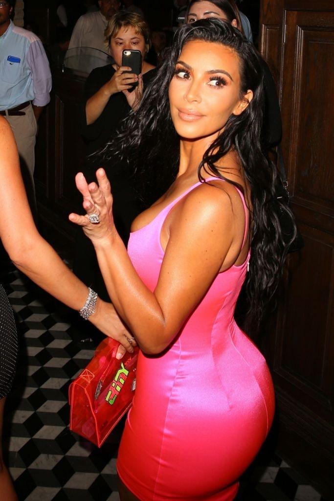 Kim Kardashian - mini elbise