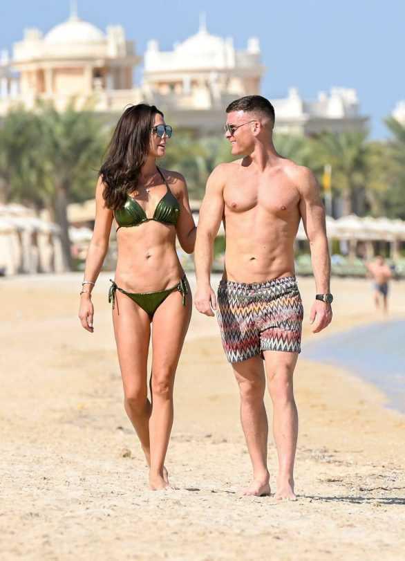 Danielle Lloyd yeşil bikiniyle Dubai'de