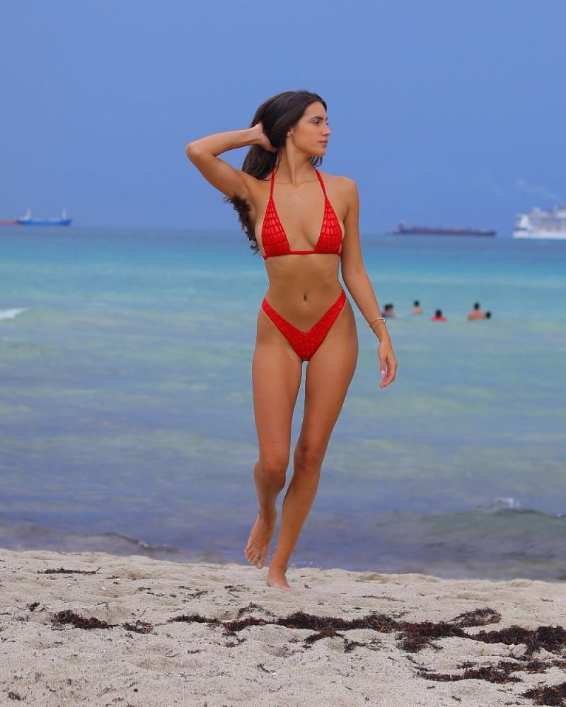Tao Wickrath kırmızı bikiniyle Miami'de
