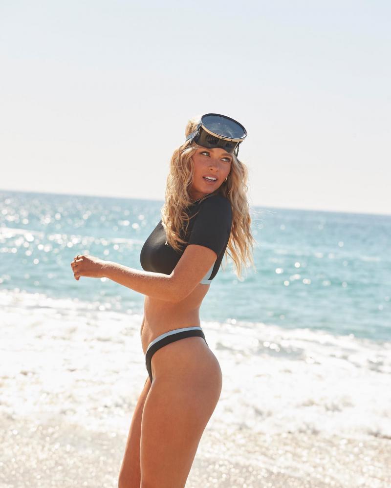 Camille Kostek Swimsuit for All çekimlerinde