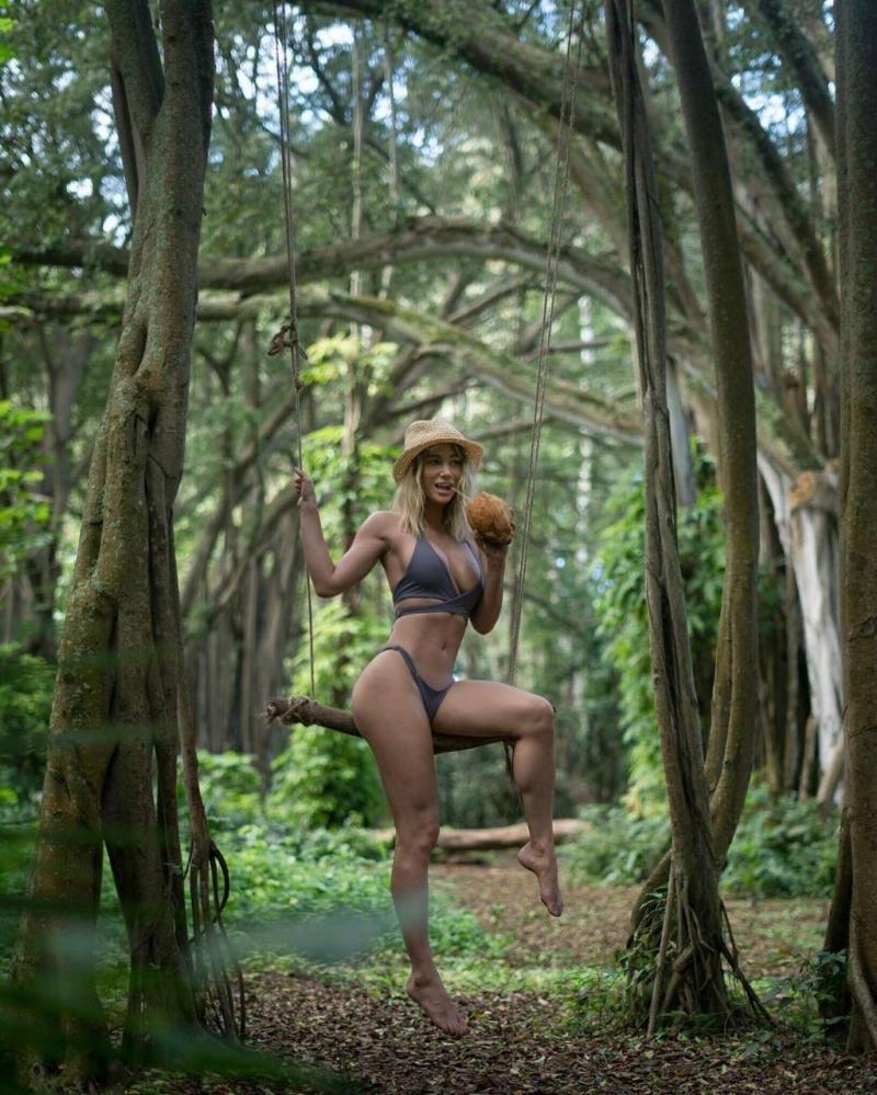 Sara Jean Underwood bikiniyle çekimlerde