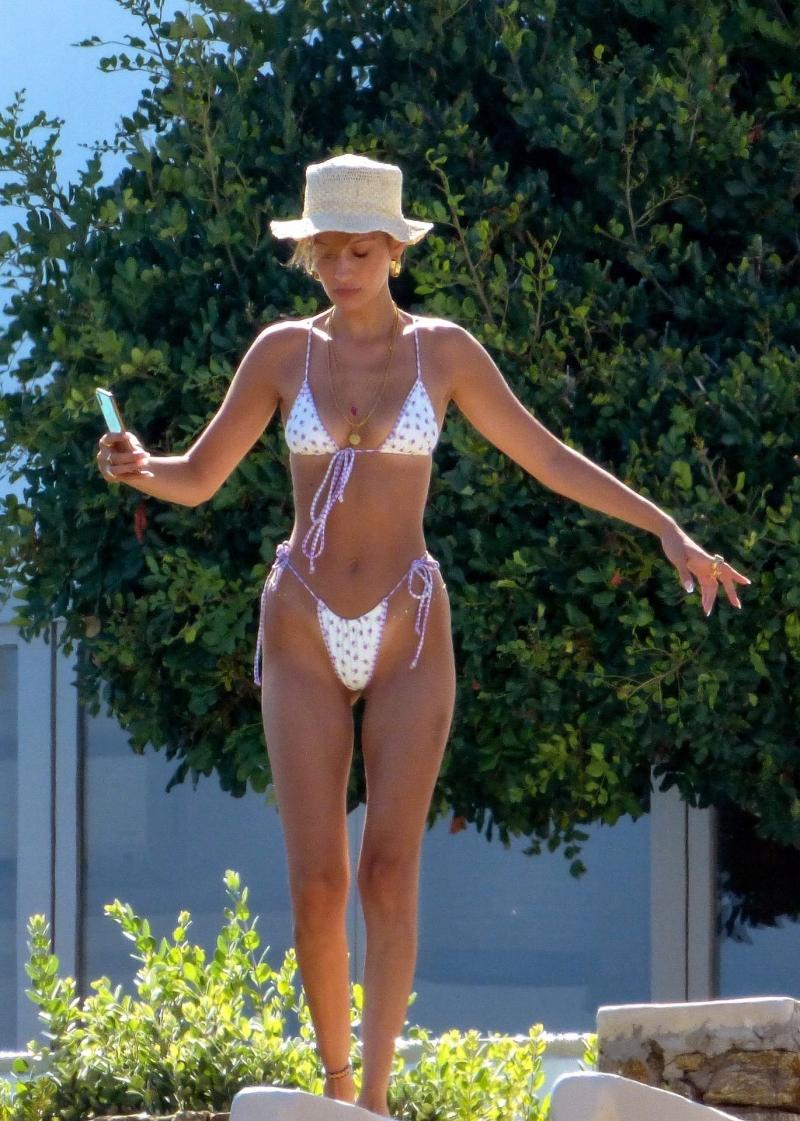 Bella Hadid beyaz tanga bikini ile Mykonos'ta