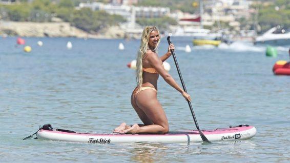 Christine McGuinness bikini ile İspanya'da