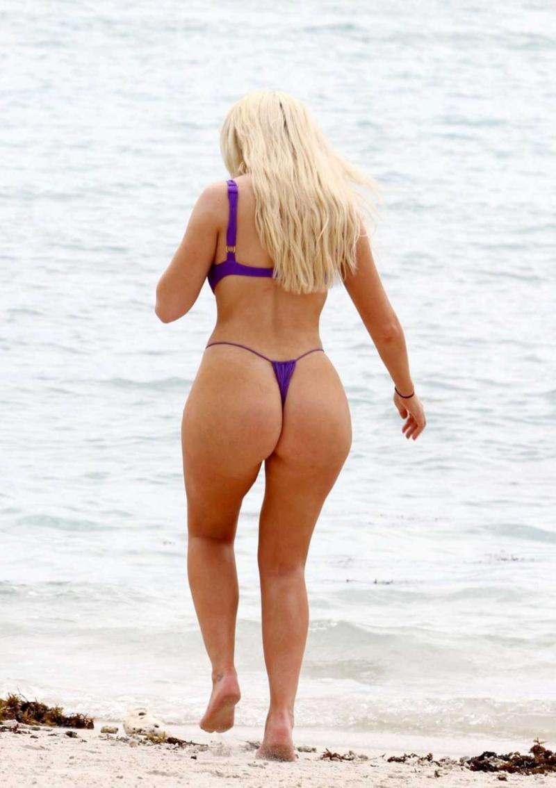 Chloe Ferry mor bikiniyle Tayland'da
