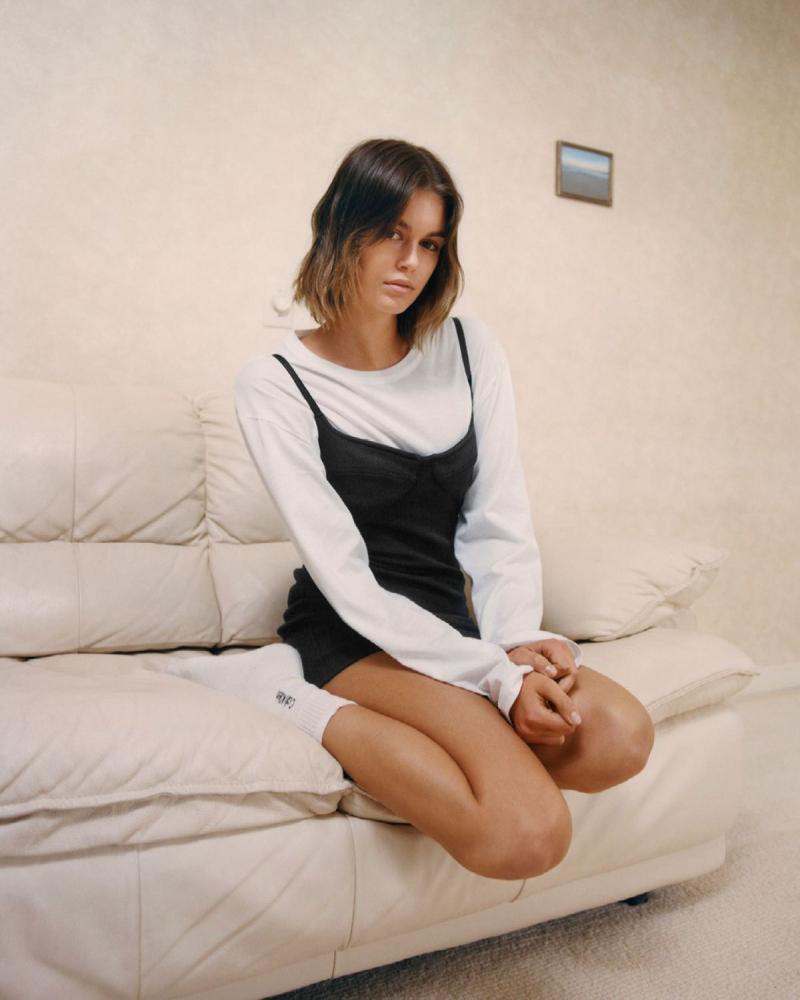 Kaia Gerber Calvin Klein fotoğraf çekimlerinde 28/04/2021